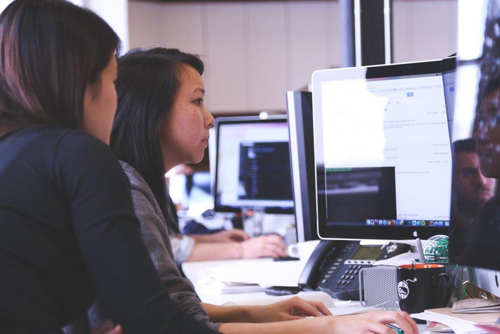 ordinateur et logiciel ouvert